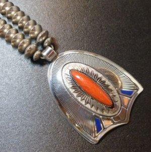 画像1: ナバホ Gibson・Nez スタンプワーク×シャドーボックス×インレイ メディタレニアンコーラル付 ネックレス約63cm