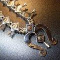 ナバホ Howard・Nelson シルバー&14Kゴールドサンバースト ビスビーターコイズ付 スカッシュブロッサムネックレス約68cm