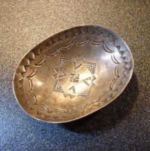 画像1: Used・Antique コインシルバー スタンプワーク 卍(スワスティカ)etc トレイ