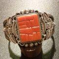ナバホ Tommy・Jackson コーラルインレイ&スタンプワーク バングル約15・5〜16・5cm用